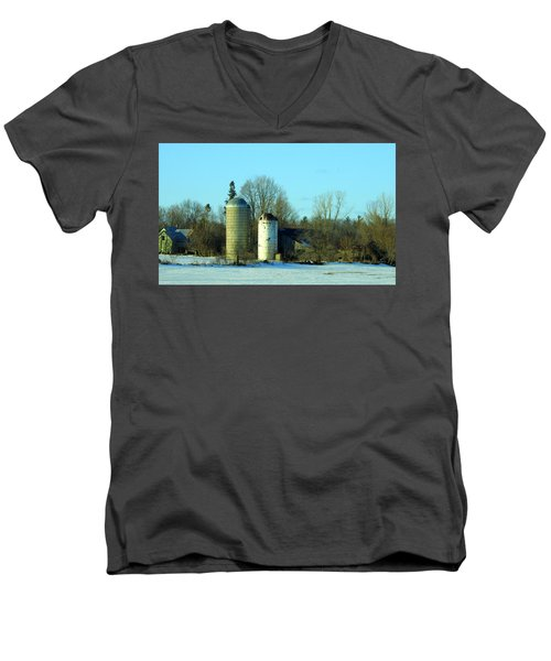 Abandoned Farm Men's V-Neck T-Shirt