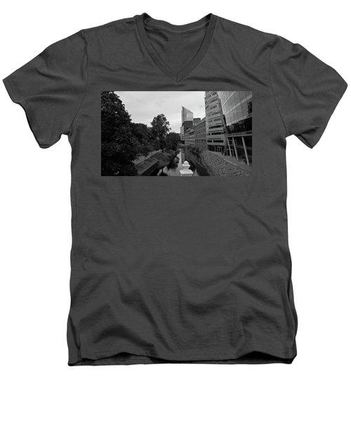 Akerselva Men's V-Neck T-Shirt