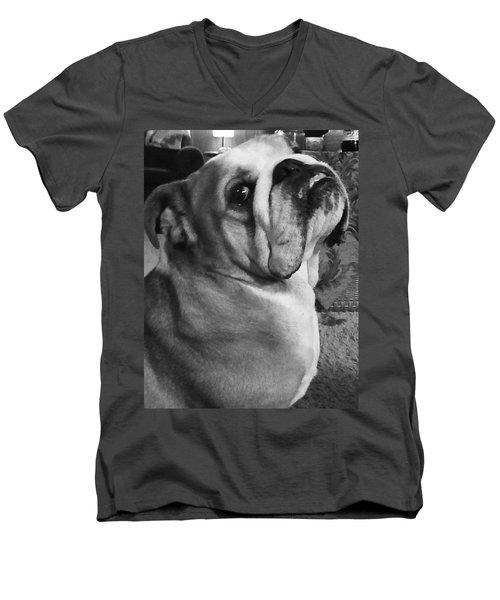 Alfred Hitchcock Bullie Pose Men's V-Neck T-Shirt