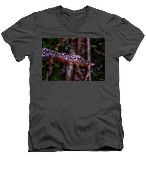 Alligator Waiting 003 Men's V-Neck T-Shirt