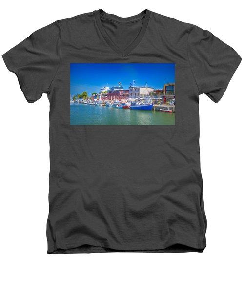 Alter Strom Canal Men's V-Neck T-Shirt
