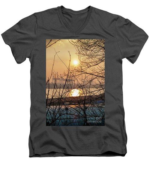 Altonaer Balkon Sunset Men's V-Neck T-Shirt