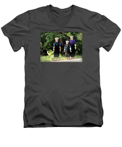 Amish Sisters Barefoot Stroll Men's V-Neck T-Shirt