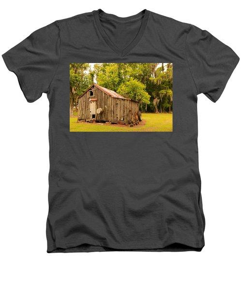 Antique Shed Men's V-Neck T-Shirt