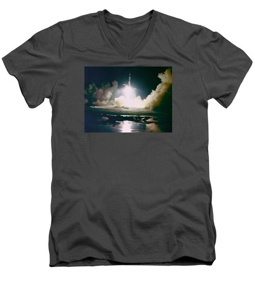 Apollo 17 Night Launch Men's V-Neck T-Shirt