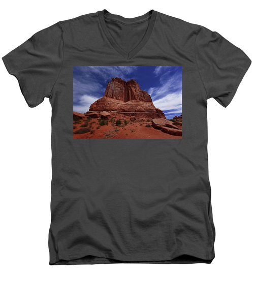Arches Scene 2 Men's V-Neck T-Shirt