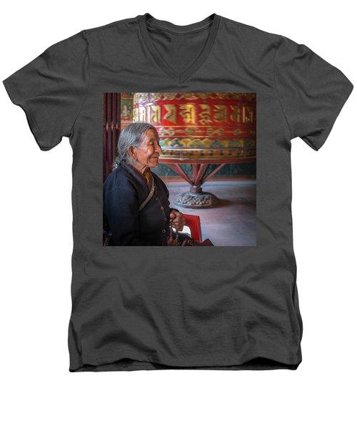 At Prayer Men's V-Neck T-Shirt