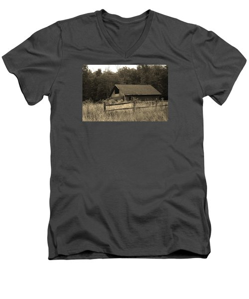 Barn And Fence Men's V-Neck T-Shirt