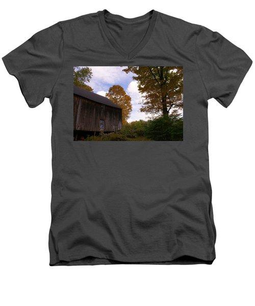 Barn In Fall Men's V-Neck T-Shirt