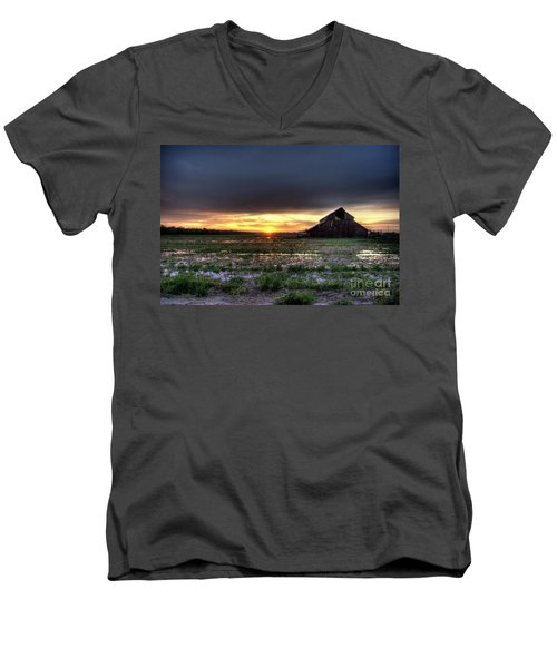 Barn Sunrise Men's V-Neck T-Shirt