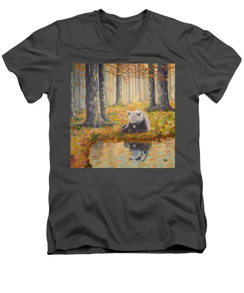 Bear Reflecting Men's V-Neck T-Shirt