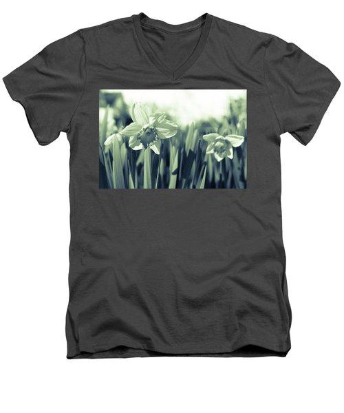 Beautiful Daffodil Men's V-Neck T-Shirt