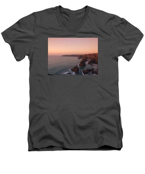 Bedruthan Steps Sunset Men's V-Neck T-Shirt