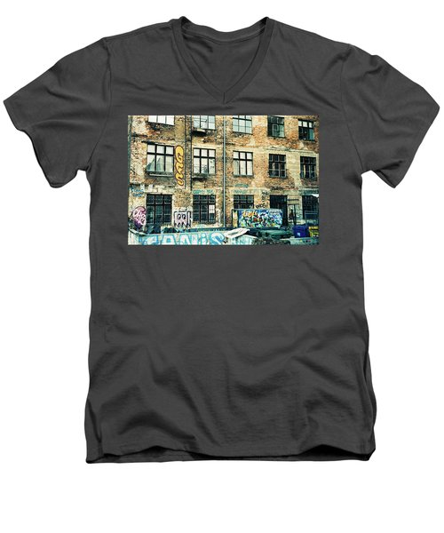 Berlin House Wall With Graffiti  Men's V-Neck T-Shirt