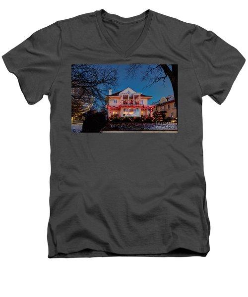 Best Christmas Lights Lake Of The Isles Minneapolis Men's V-Neck T-Shirt