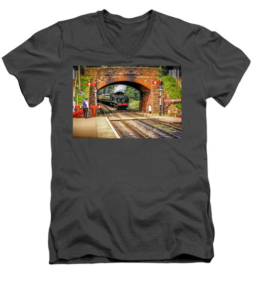 Bishops Lydeard Station, Uk Men's V-Neck T-Shirt