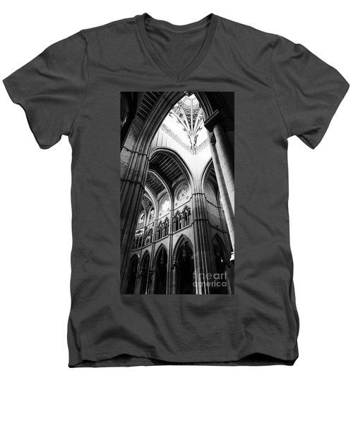 Black And White Almudena Cathedral Interior In Madrid Men's V-Neck T-Shirt