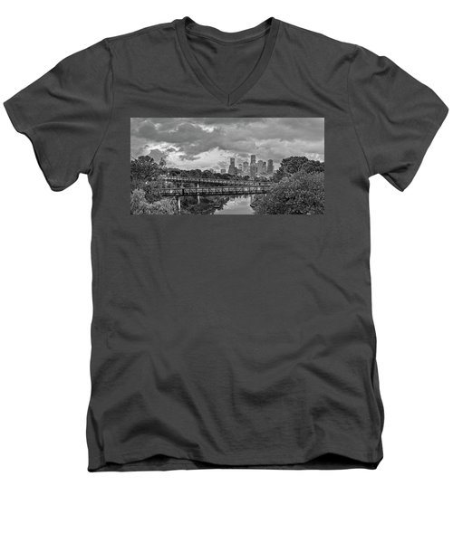 Black And White Panorama Of Downtown Houston And Buffalo Bayou From The Studemont Bridge - Texas Men's V-Neck T-Shirt