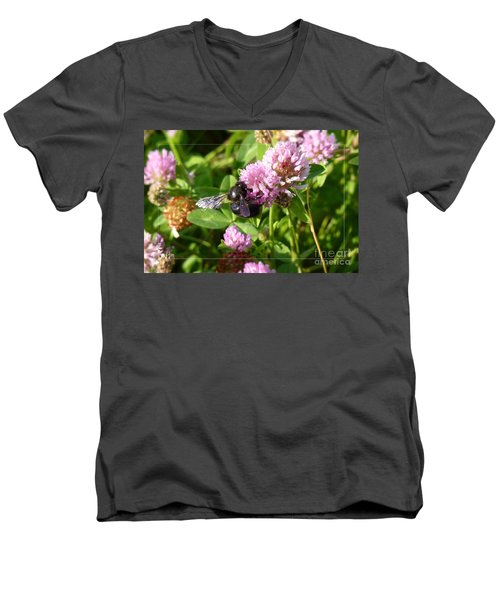 Black Bee On Small Purple Flower Men's V-Neck T-Shirt
