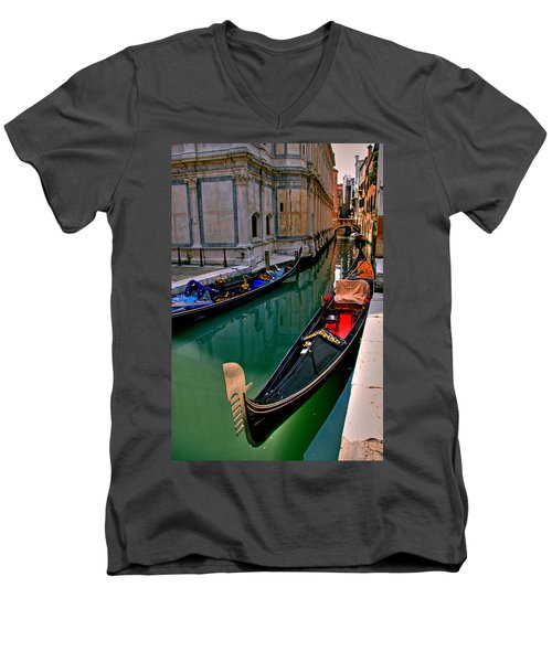 Black Gondola Men's V-Neck T-Shirt