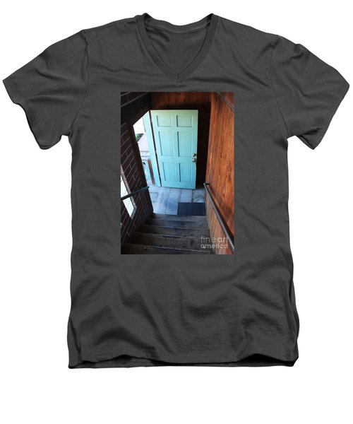 Blue Door Men's V-Neck T-Shirt
