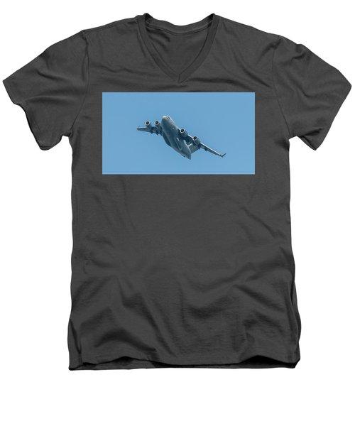 Boeing C-17 Globemaster IIi Men's V-Neck T-Shirt