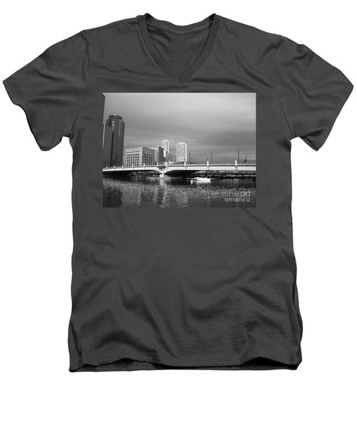 Boston Bridge Men's V-Neck T-Shirt