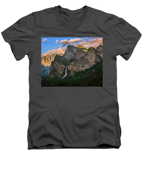 Bridalveil Falls From Tunnel View Men's V-Neck T-Shirt