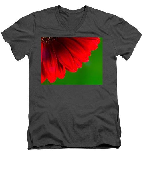Bright Red Chrysanthemum Flower Petals And Stamen Men's V-Neck T-Shirt