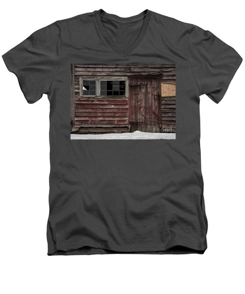 Broad Side Of A Barn Men's V-Neck T-Shirt