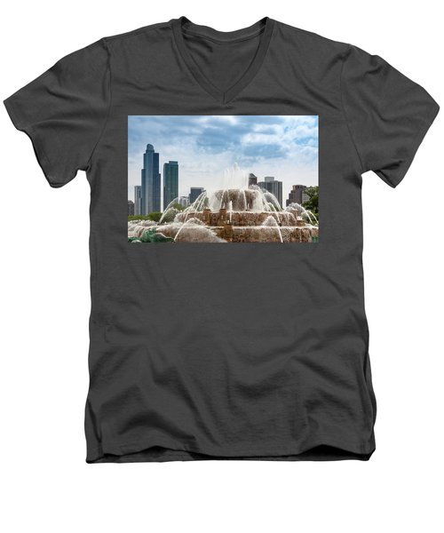 Buckingham Fountain In Chicago Men's V-Neck T-Shirt