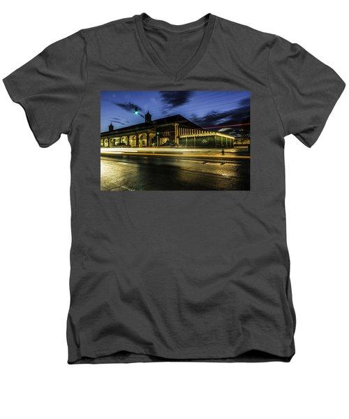 Cafe Du Monde, New Orleans, Louisiana Men's V-Neck T-Shirt