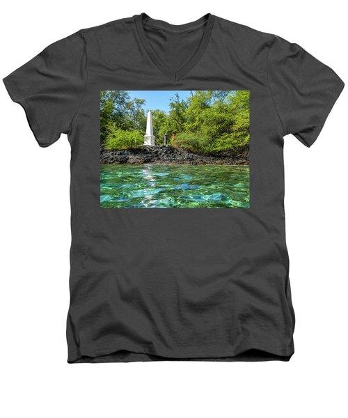 Captain Cook Monument Men's V-Neck T-Shirt