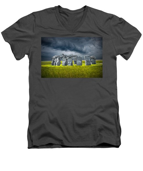 Car Henge In Alliance Nebraska After England's Stonehenge Men's V-Neck T-Shirt