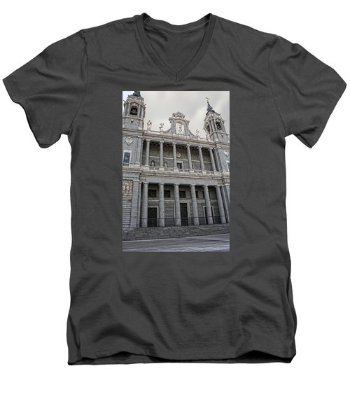 Catedral De La Almudena 2 Men's V-Neck T-Shirt