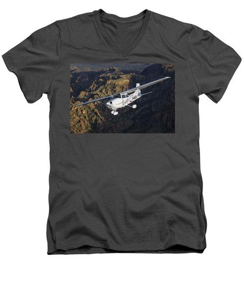 Cessna 172m Men's V-Neck T-Shirt