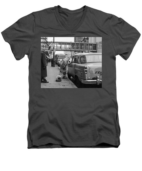 Chatting Up A Cabby On 7th Street Men's V-Neck T-Shirt