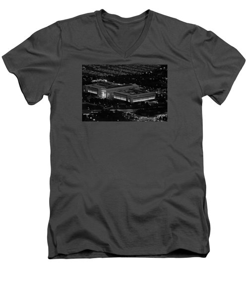 Men's V-Neck T-Shirt featuring the photograph Chicago Field Museum Bw by Richard Zentner