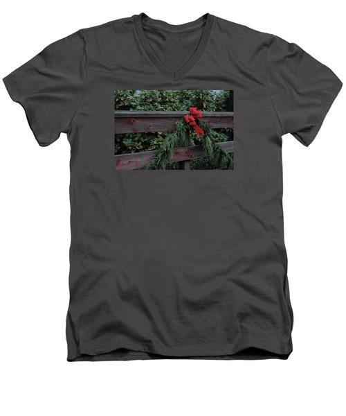 Christmas Colors Men's V-Neck T-Shirt