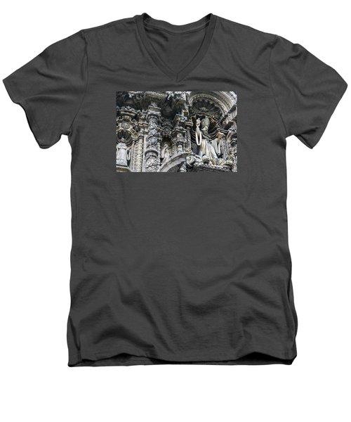 Church In Lima Men's V-Neck T-Shirt