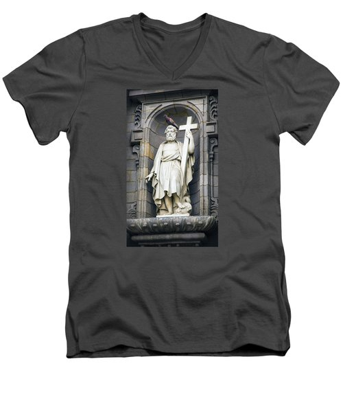 Church In Lima With Cross Men's V-Neck T-Shirt