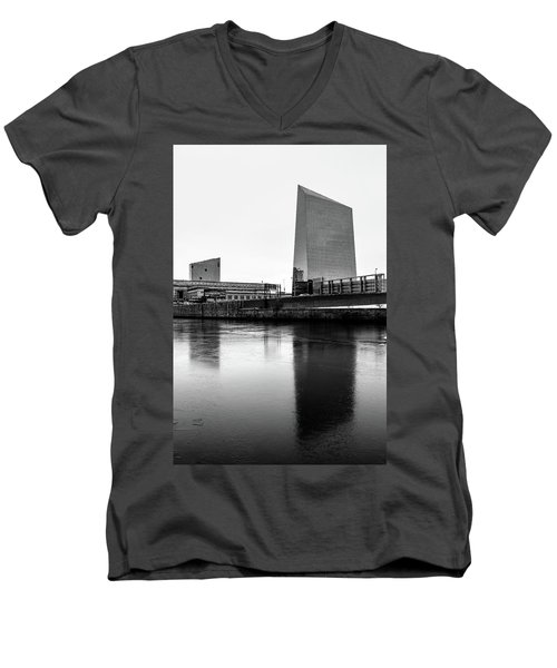 Men's V-Neck T-Shirt featuring the photograph Cira Centre - Philadelphia Urban Photography by David Sutton