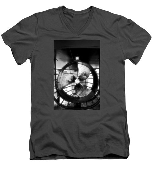 Circle And Line Men's V-Neck T-Shirt