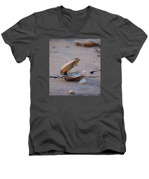 Clam I Men's V-Neck T-Shirt by  Newwwman
