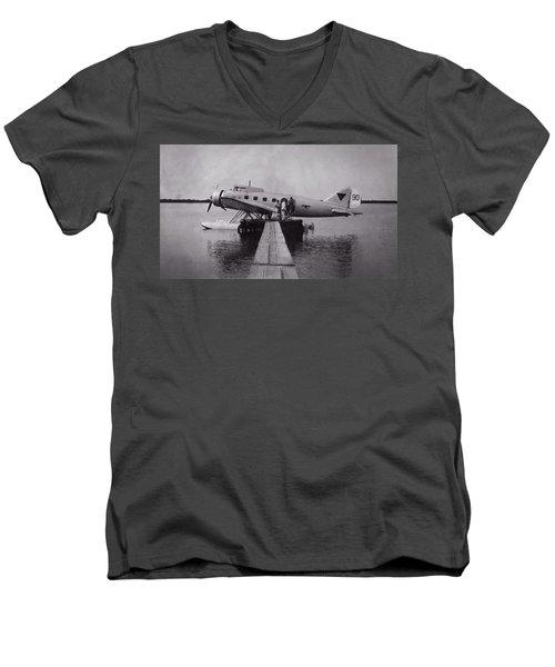 Clark Ga-43 Men's V-Neck T-Shirt