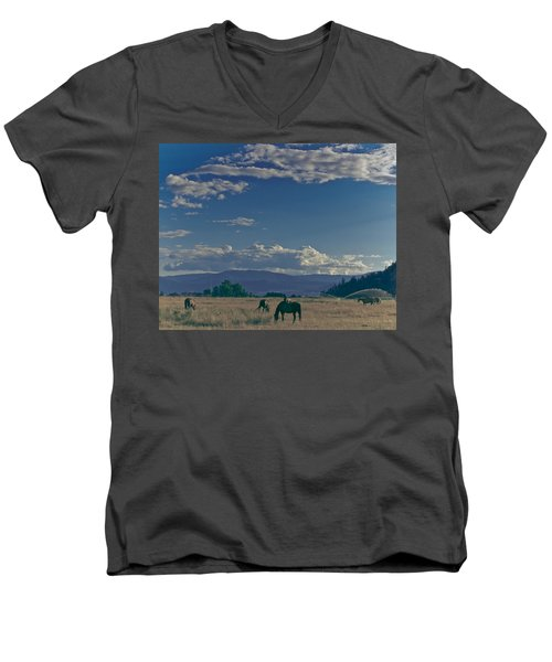Classic Country Scene Men's V-Neck T-Shirt