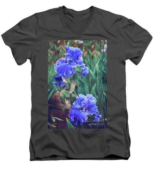 Men's V-Neck T-Shirt featuring the photograph Close To Heaven by Linda Lees