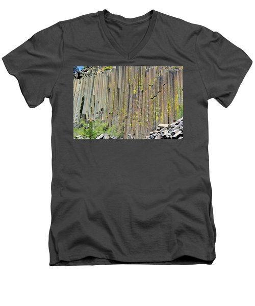 Close-up Devils Postpile Men's V-Neck T-Shirt