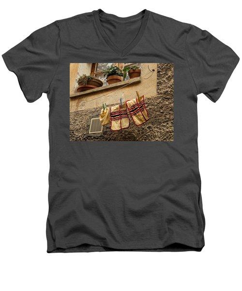 Clothesline In Biot Men's V-Neck T-Shirt