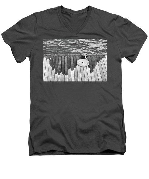 Coiled Rope Men's V-Neck T-Shirt